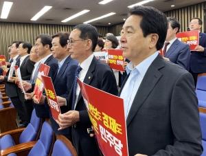 '자유한국당 안보 의원총회' 및 'KBS 수신료 거부 1인 피켓 시위'