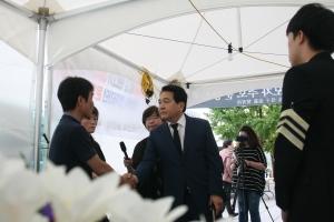 심재철, '아사 탈북 모자 추모 분향소' 조문